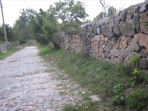 Останки старой стены Костла Доминиканцев